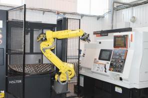 Роботизированная система загрузки для токарного станка